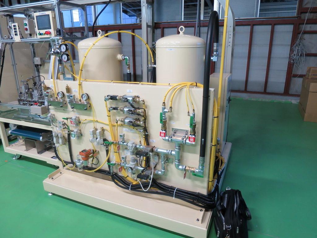 ヘリウムガス回収装置